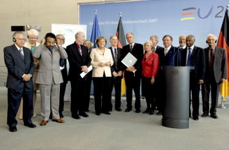 Joint science academies` statement on climate protection handed over to Chancellor Merkel