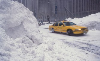 Cold, hot or dry: Persistent weather extremes associated with decreased storm activity