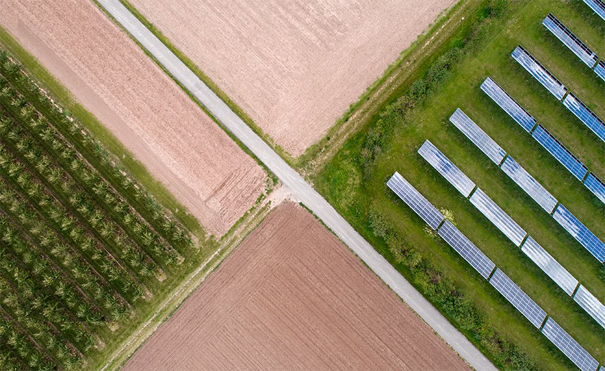 Decarbonizing the power sector: renewable energy offers most benefits for health and environment