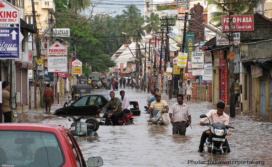 Indian monsoon forecast: early warning for risk of flooding in October