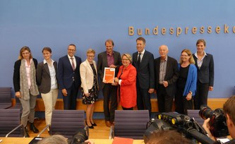 Just & In–Time Climate Policy Four Initiatives for a Fair Transformation