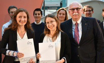 "Leibniz Start-Up Award for ""elena international"" from PIK"