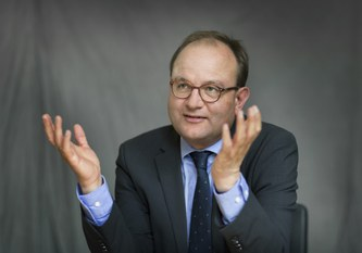 Ottmar Edenhofer among Germany's most influential economists