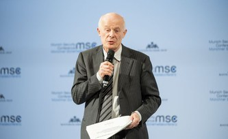Schellnhuber addresses climate challenge at Munich Security Conference