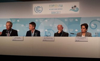 "Schellnhuber presents ""10 Must-Knows on Climate"" at COP23"